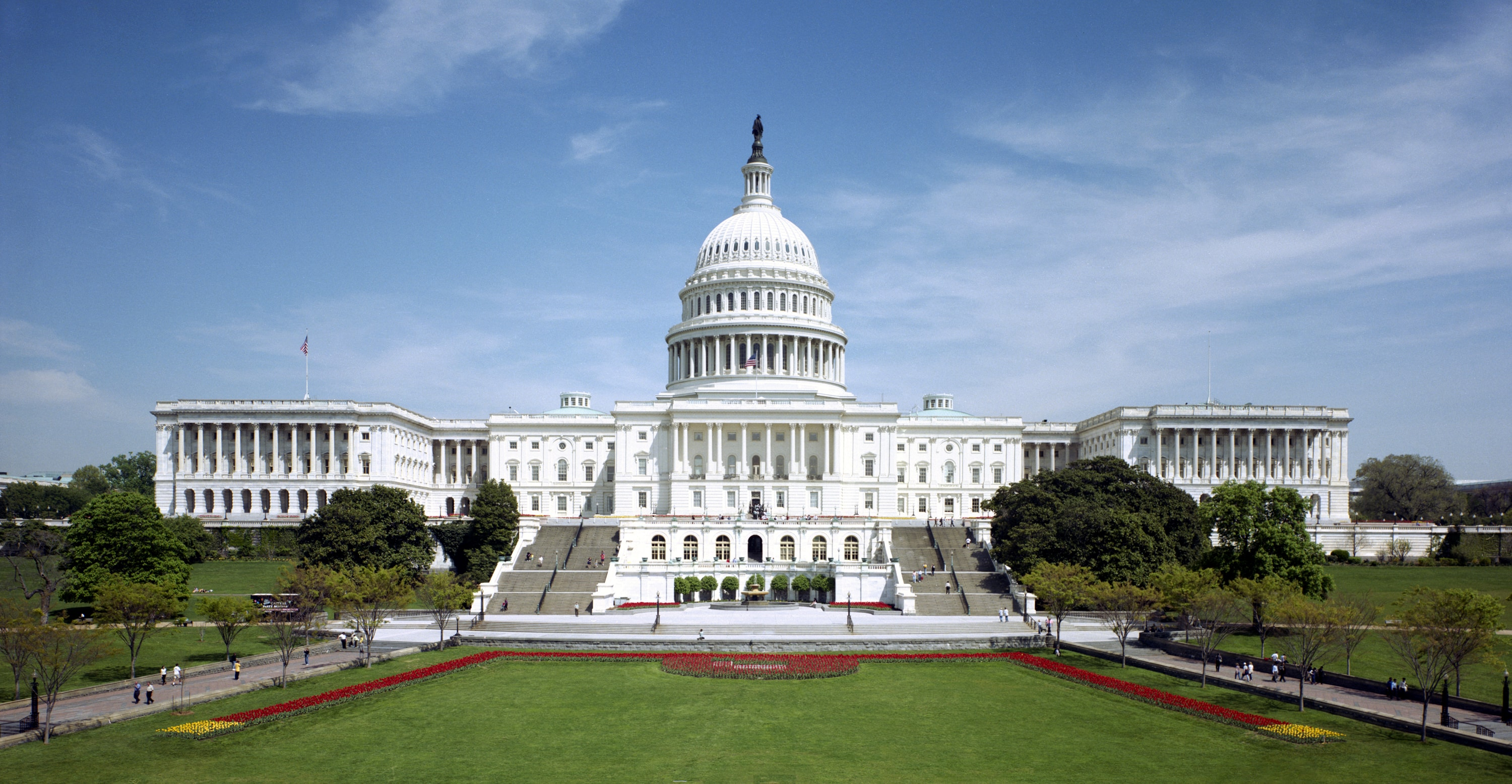 United_States_Capitol_-_west_front-min.jpg